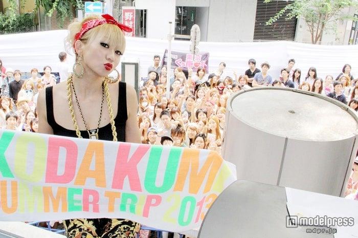 「K‐mix RADIOKIDZ スペシャルトークショー」公開収録にサプライズゲストとして登場した倖田來未