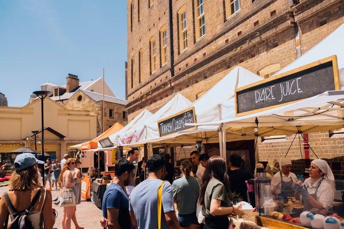 金曜に開催されるザ・ロックス・フーディーズ・マーケット/Destination NSW
