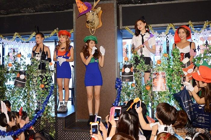 (左から)越川真美、鈴木あや、近藤千尋、谷川りさこ、細井宏美