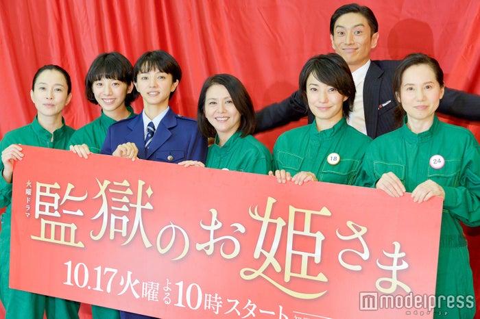 (左から)坂井真紀、夏帆、満島ひかり、小泉今日子、菅野美穂、伊勢谷友介、森下愛子 (C)モデルプレス
