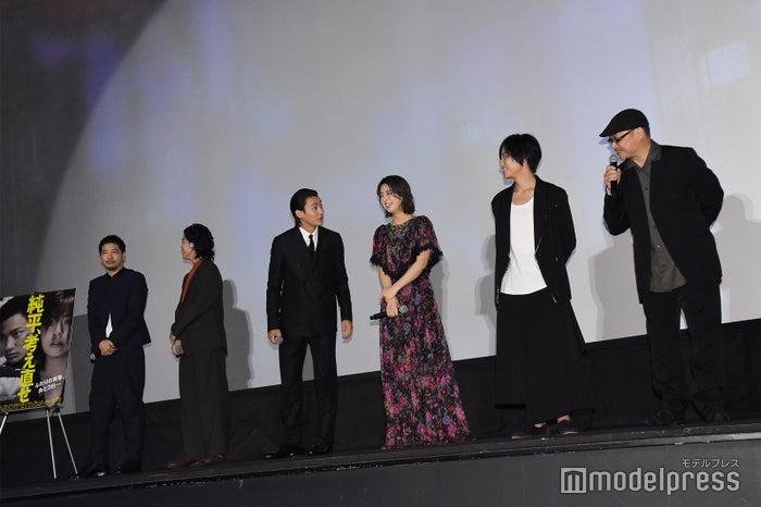 左から:佐藤祐基、佐野岳、野村周平、柳ゆり菜、藤原季節、森岡利行監督 (C)モデルプレス