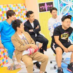 (前列)とろサーモン(後列左から)しゅんしゅんクリニックP、太田博久、おたけ (C)モデルプレス