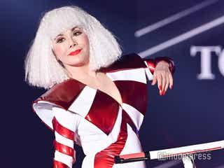 デヴィ夫人、ド派手ボディスーツでTGC初登場「81歳でこんな高いヒール履けるの私だけ」<TGC2021 S/S>
