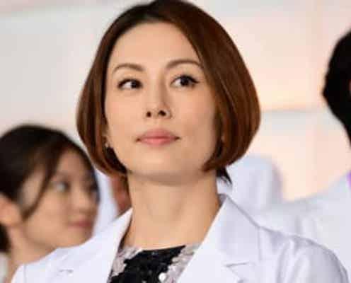 """米倉涼子、笑顔で""""Xポーズ""""『ドクターX』新章・放送直前にファン「待ってました」"""