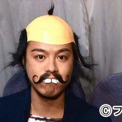 EXILE・TAKAHIRO、つけヒゲ×かつらで扮装