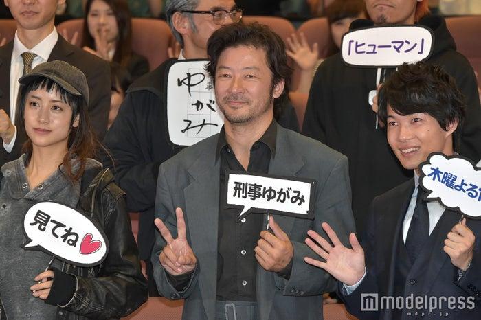 「刑事ゆがみ」キャスト(左から)山本美月、浅野忠信、神木隆之介 (C)モデルプレス
