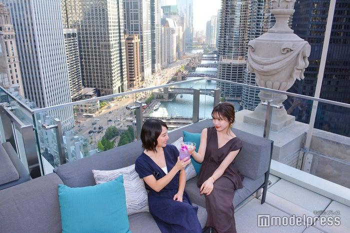 ロンドンハウス シカゴ/ルーフトップバーからリバーウォークを眺めるのもおすすめ(C)モデルプレス