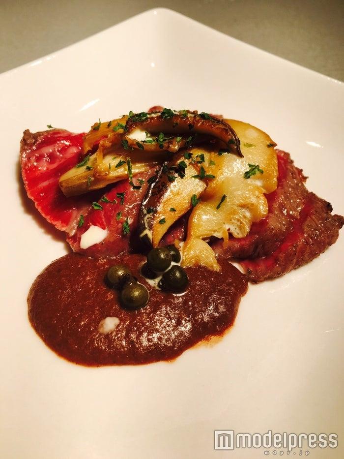 肉チカ、メニュー:「鮑茸とシャトーブリアンのタタキ」/画像提供:プロキューブ