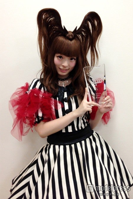 「ミュージックジャケット大賞2012」・大賞を受賞したきゃりーぱみゅぱみゅ
