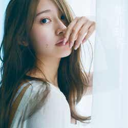 桜井玲香2nd写真集「視線」/HMV&BOOKS版表紙(提供写真)