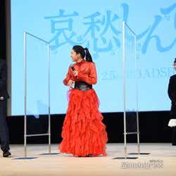 娘役のCOCOがあまりにも堂々と話すので笑ってしまった田中圭と土屋太鳳(C)モデルプレス
