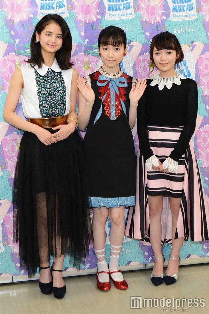 (左から)繁藤冬佳、島崎遥香、日出有香(C)モデルプレス