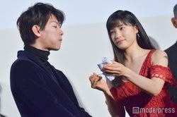 佐藤健&土屋太鳳のケーキバイト (C)モデルプレス