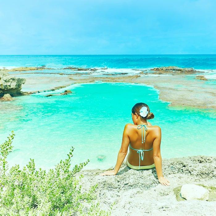 澄みわたるエメラルドの海があちこちに広がる北マリアナ諸島ってどんなところ?(C)マリアナ政府観光局/MVA
