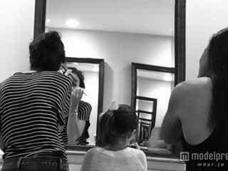 トム・クルーズ娘スリちゃん、母娘でメイク