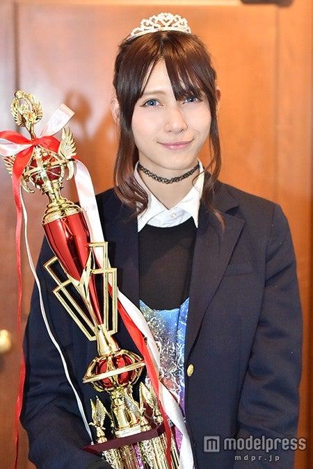 「関東一可愛い女子高生ミスコンGP」でグランプリを受賞した際のアンジェラ芽衣(C)モデルプレス