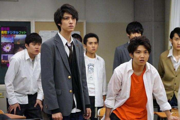 佐久本宝(右)「3年A組 ―今から皆さんは、人質です―」第4話より(C)日本テレビ