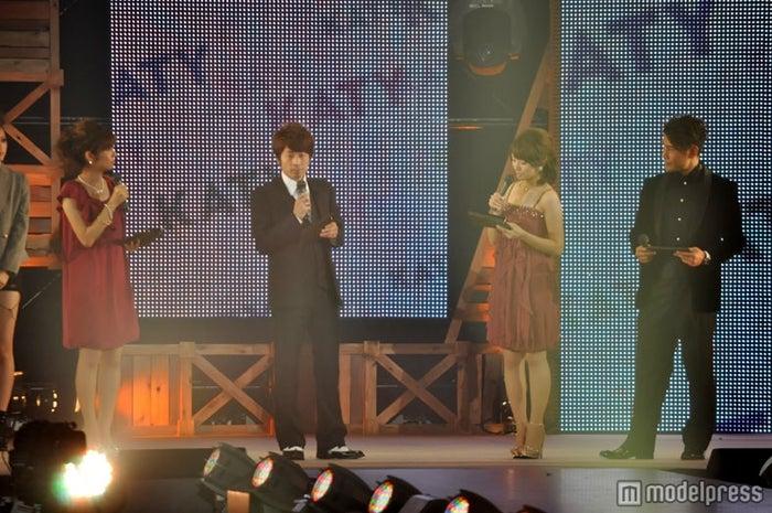 (左から)MCを務めたフジテレビ山崎夕貴アナウンサー、ロンドンブーツ1号2号の田村淳、フジテレビ松村未央アナウンサー、魔裟斗
