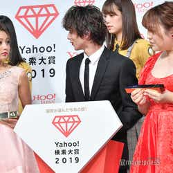 談笑するゆきぽよ、横浜流星、りんごちゃん (C)モデルプレス