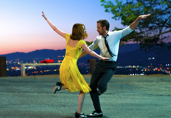 「ラ・ラ・ランド」(C)2017 Summit Entertainment, LLC. All Rights Reserved. Photo credit: EW0001: Sebastian (Ryan Gosling) and Mia (Emma Stone) in LA LA LAND. Photo courtesy of Lionsgate.