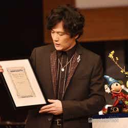世界に一つしかない楽譜を丁寧に扱う稲垣吾郎(C)モデルプレス