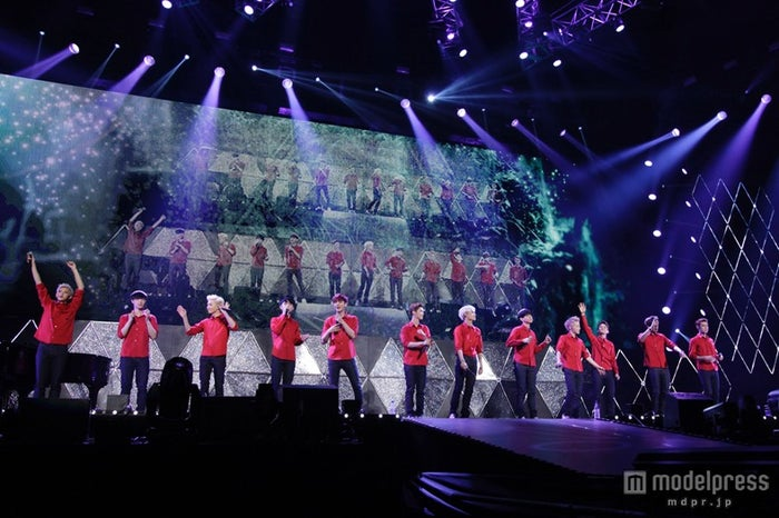 EXO(左から)タオ、レイ、スホ、ディオ、チャンヨル、ルハン、カイ、ベクヒョン、シウミン、チェン、クリス、セフン