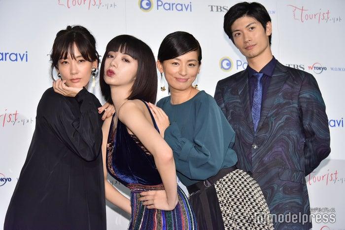 左から水川あさみ、池田エライザ、尾野真千子、三浦春馬 (C)モデルプレス