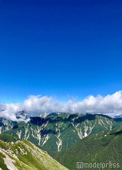 雲で見え隠れする槍、穂高の絶景(C)ビューティーガール
