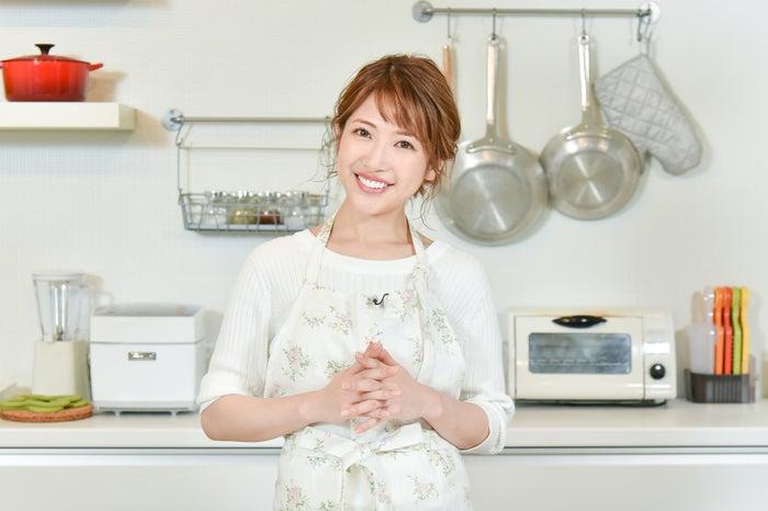 自宅に友人を呼んでホームパーディーを開催することも/舟山久美子