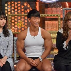 桜井日奈子、NEWS小山慶一郎に回し蹴り