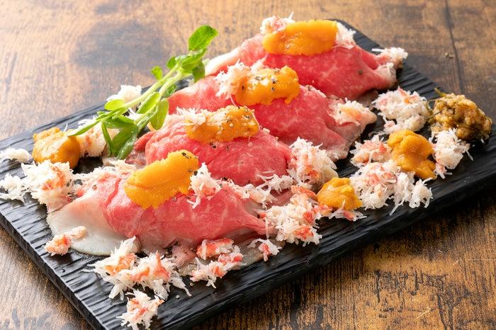 フィッシュ&ミートマン金獅子 うにかにまみれサーロイン肉寿司/画像提供:SAKANA&JAPAN FESTIVAL 実行委員会