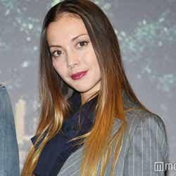 モデルプレス - 土屋アンナ、生まれたばかりの第4子の写真が「すでにそっくり」「眼力すごい」と注目集まる