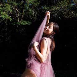 モデルプレス - 今田美桜、美ヒップあらわに魅了