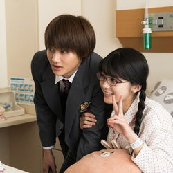 「僕の初恋をキミに捧ぐ」逞(野村周平)、繭(桜井日奈子)と病…
