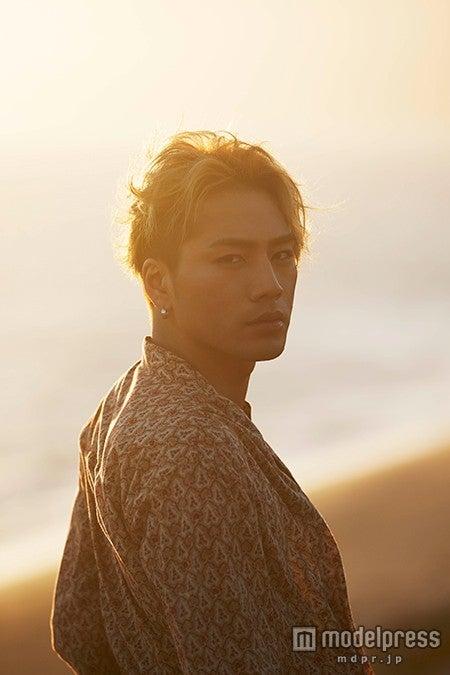 登坂広臣『NOBODY KNOWS』表紙/画像提供:LDH