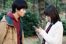 野村周平、飯豊まりえ/「電影少女」第2話より(C)「電影少女2018」製作委員会