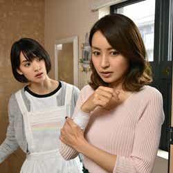 (左から)剛力彩芽、矢田亜希子(C)テレビ朝日