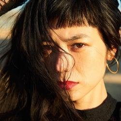 """【注目の人物】圧倒的透明感の黒髪美女""""IZUMI"""" ファション・映画・音楽界で勢力拡大中"""
