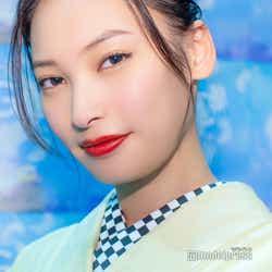 モデルプレス - 大政絢、注目ファッション&スタイルキープの秘訣を語る 話題のドラマで共演の岡田将生を絶賛<モデルプレスインタビュー>