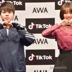 「あわあわダンス」を披露する加藤、萩田帆風 (C)モデルプレス