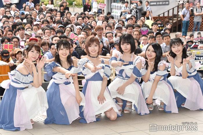 (左から)柏木由紀、村山彩希、岡田奈々、矢作萌夏、向井地美音、横山由依(C)モデルプレス