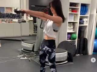 E-girls佐藤晴美、腹チラ&抜群スタイルのトレーニング風景公開「かっこよすぎる」と反響