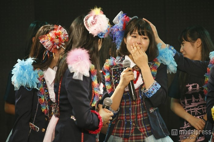 HKT48初の九州7県ツアー「HKT48九州7県ツアー~可愛い子には旅をさせよ~」サプライズ発表で号泣する穴井千尋
