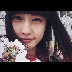 モデルプレス - 橋本愛、大胆ツートーン・ヘアに絶賛の声「桜とお揃いpink」