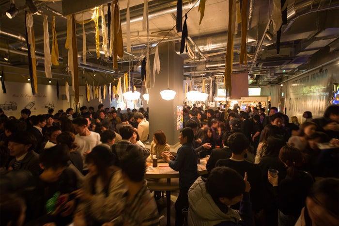 スイッチバー梅田茶屋町店の様子/画像提供:トリックデザイン
