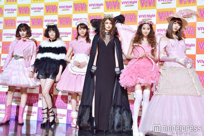 (左から)emma、玉城ティナ、トリンドル玲奈、マギー、河北麻友子、八木アリサ (C)モデルプレス