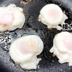 大発明だコレ… 1つの卵から2つの目玉焼きを作る裏ワザの手軽さに驚いた ちゃんと黄身も白身も半分のミニ目玉焼きが完成。お弁当の彩りに、かわいい朝ごはんに、使い道いろいろ!