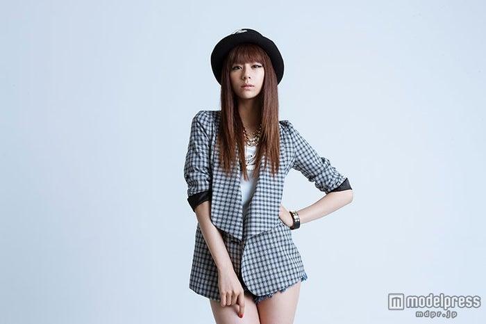 「GirlsAward 2014 AUTUMN/WINTER」でライブパフォーマンスを行う西内まりや【モデルプレス】