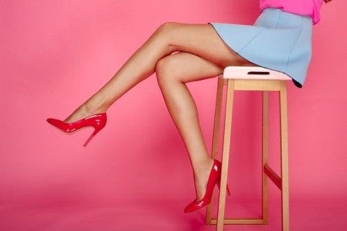 ほっそりとした脚の女性