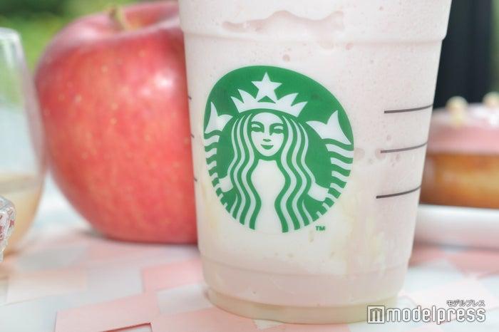 カップの中にもホイップクリームとホワイトモカソース (C)モデルプレス